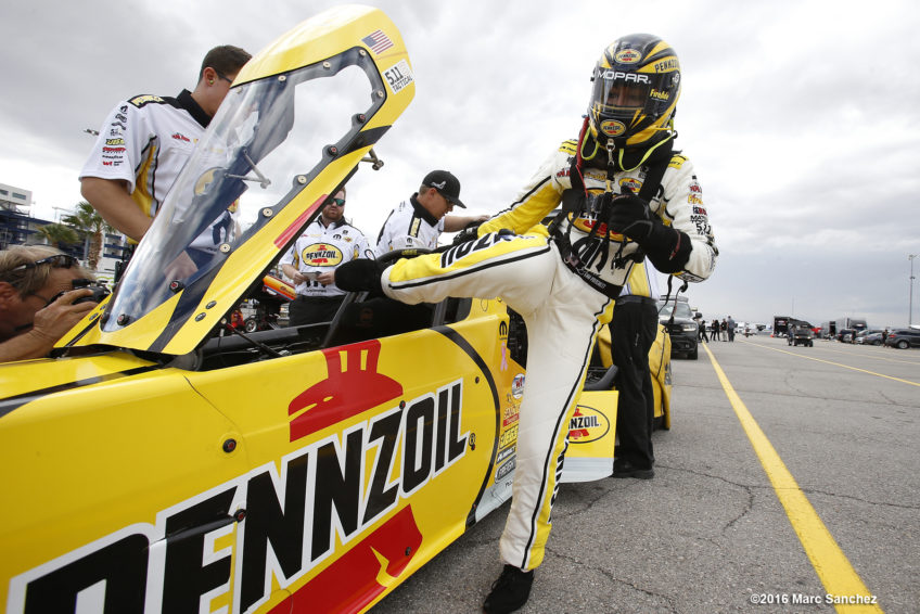 October 28, 2016: Leah Prichett (777 TF) NHRA Top Fuel Dragster during the NHRA Toyota Nationals at The Strip at Las Vegas Motor Speedway in Las Vegas, Nevada. (Photo by Marc Sanchez/Icon Sportswire)